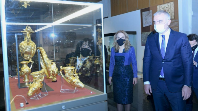Марияна Николова и турският ѝ колега посетиха НИМ