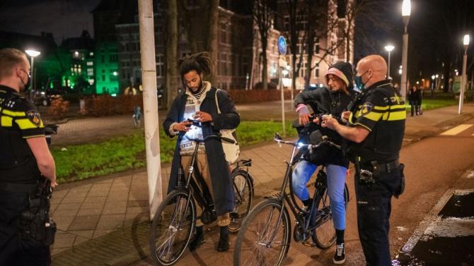 Политици се възмутиха от нарушенията на реда през вечерния полицейски час в Нидерландия