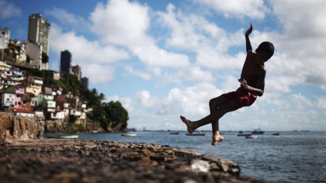 """Доклад на """"Оксфам"""": Пандемията засилва социалното неравенство"""