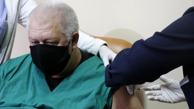 """""""АстраЗенека"""" опроверга съобщенията за ниска ефективност на ваксината й при възрастните хора"""
