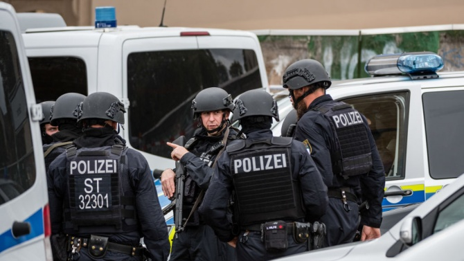 Германската полиция и прокуратура предприеха обиски в цялата страна срещу