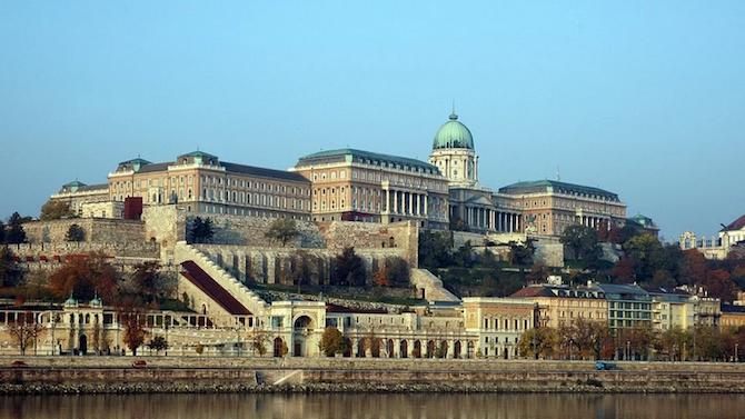 Унгария налага ограничения на технологични гиганти заради предполагаеми манипулации на платформи на социални медии