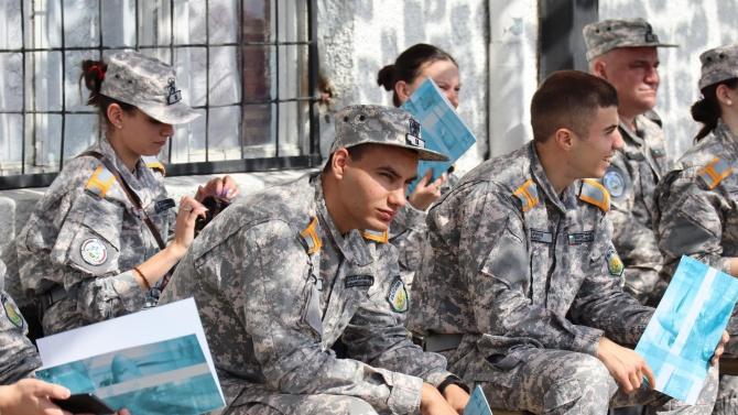 Военното обучение се връща в училищата