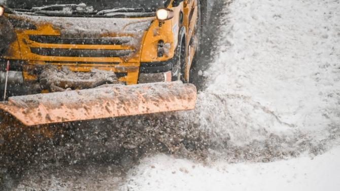 Сняг и студ сковаха Гърция, трафикът е затруднен