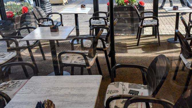 НА ЖИВО: Собственици на заведения и ресторанти на протест срещу мерките