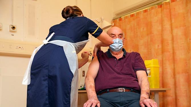 Започна ваксинирането на потребителите и персонала в Дома за стари