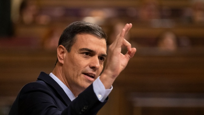 Испанският премиер Педро Санчес призова към спокойствие, след като през