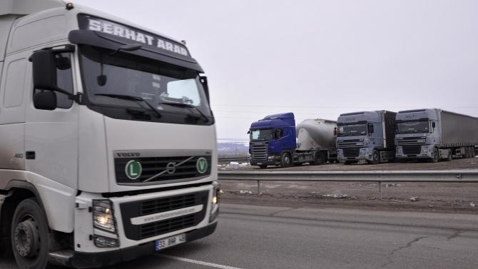 """Дълга опашка от тирове на ГКПП """"Капъкуле"""" към България"""