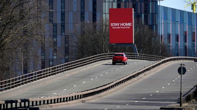 Словакия затяга ограничителните мерки и изисква отрицателен тест при излизане от къщи