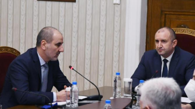 Бенатова уличи Румен Радев и Цветан Цветанов в плагиатство
