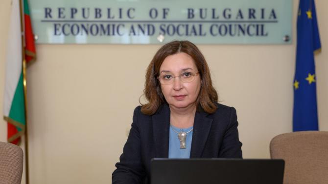 Зорница Русинова: Необходим е анализ дали мерките дават резултат
