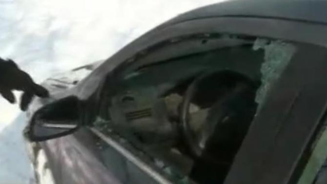 Вандали изпотрошиха закъсали в преспите автомобили