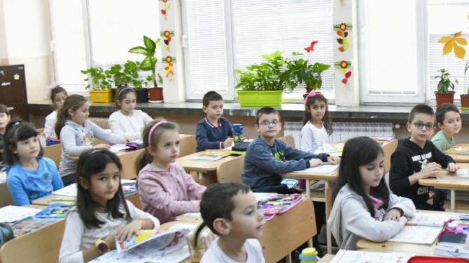 Еднократните помощи за ученици от 1-ви и 8-и клас може да се дават в натура