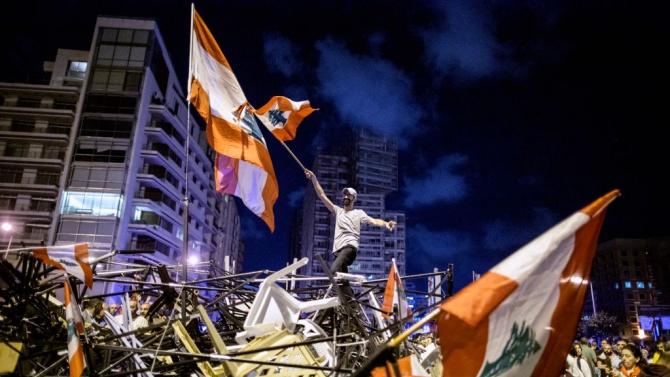 Протестиращи ливанци вземат на прицел домовете на политици