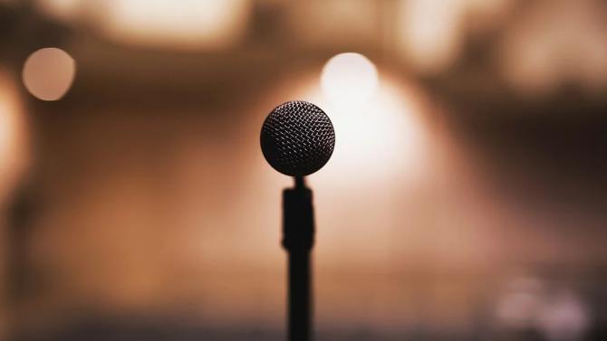 Изкуствен интелект пресъздава гласа на покоен певец в нов запис
