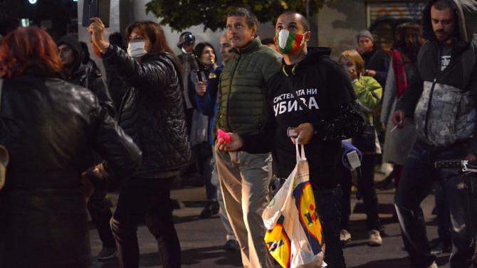 Протестиращи се събраха пред МС, отново поискаха оставките на Борисов и Гешев
