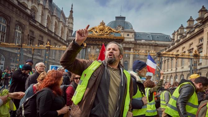 Над 50 протеста във Франция срещу спорния законопроект за сигурността, арестувани са 35 души