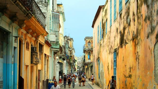 Куба затяга ограниченията за туристи заради коронавируса