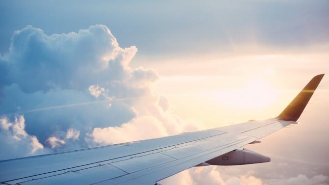 Самолетът на еквадорския президент кацна аварийно във Вашингтон
