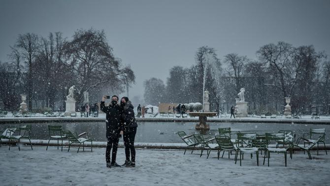 Президентът Макрон защити решението да не въвежда трети локдаун във Франция