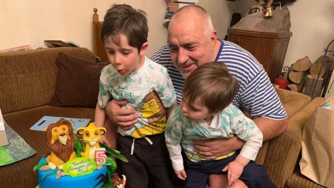 Борисов честити рождения ден на внука си Бойко