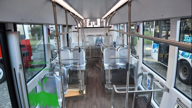 Първите училищни автобуси тръгват в София