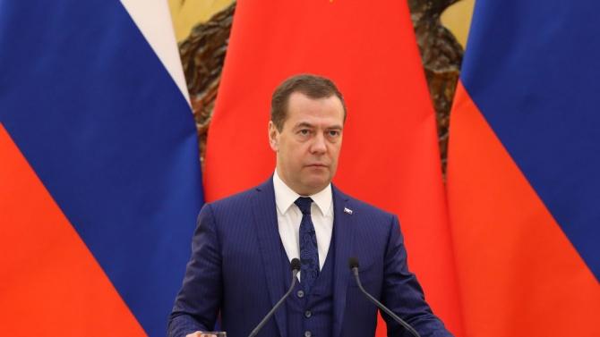 """Медведев нарече Навални """"политически мошеник"""""""