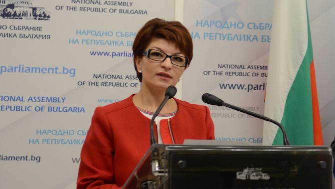 Десислава Атанасова: 76 години по-късно, някои си позволиха да издигнат бесилки и да протестират с ковчези