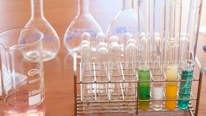 Екипът на СЗО в Ухан посети изследователска лаборатория по вирусология