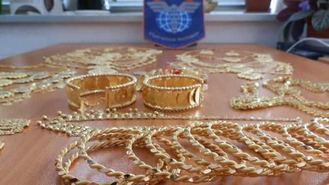"Златни бижута за над 50 бона откриха у пътници на ""Капитан Андреево"""