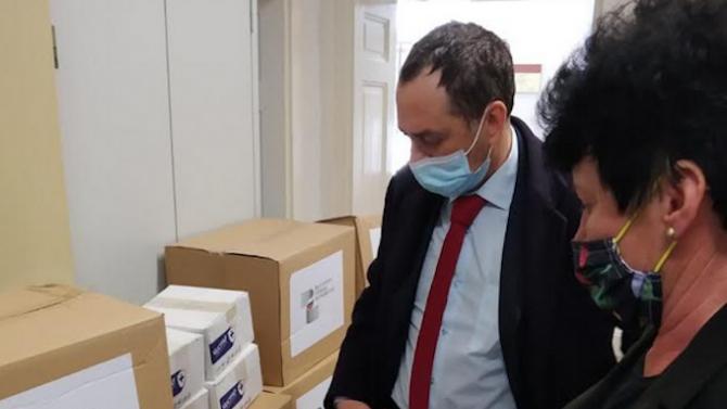 Посолството ни в Северна Македония дари хранителни продукти за 30 социално слаби семейства в Кратово