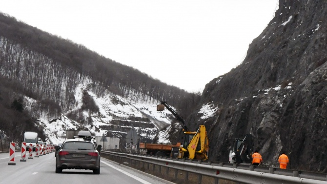 """Възстановено е движението по АМ """"Струма"""" след верижната катастрофа край Сандански"""