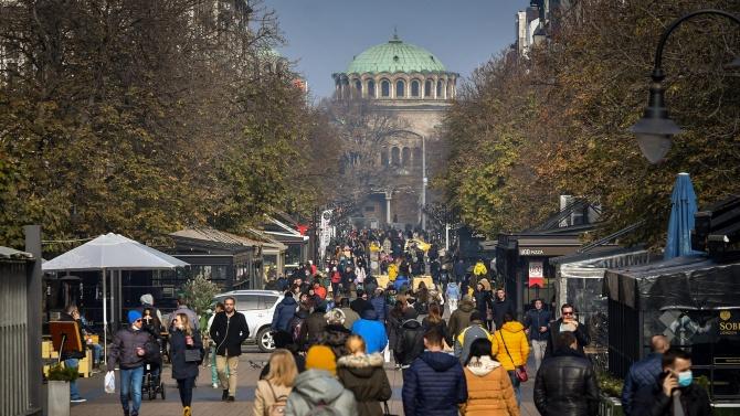 Затягат контрола за спазването на мерките в София