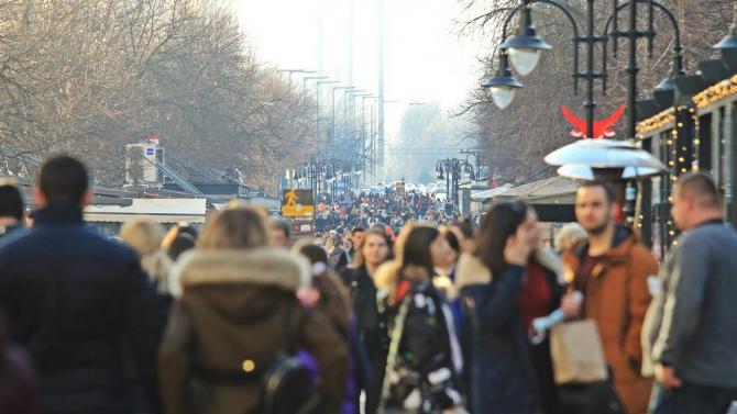 София полудя! Пролетните температури напълниха улиците с хора без маски