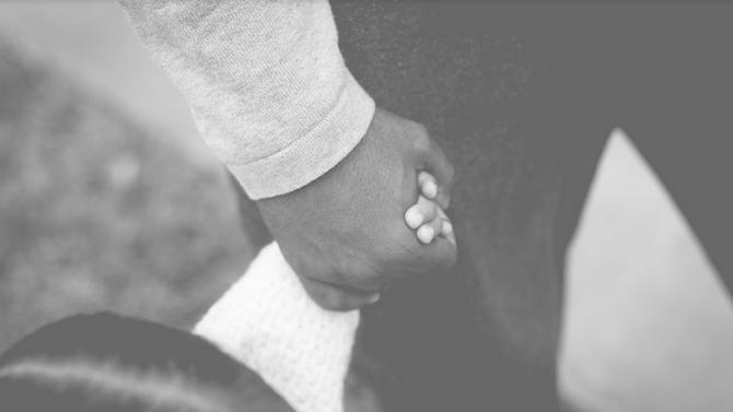 9-годишно момиче трябва да изплаща дълга на починалата си майка