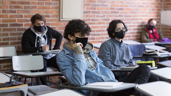 Трудно изпълнимо се оказва носенето на маски в час за децата от горните класове
