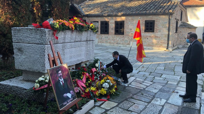 Посолството ни в Република Северна Македония поднесе венец на гроба на Гоце Делчев