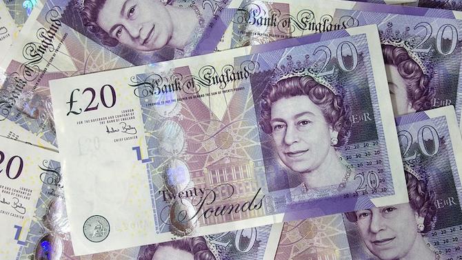 2000 паунда и самолетни билети, ако си тръгнете от Великобритания