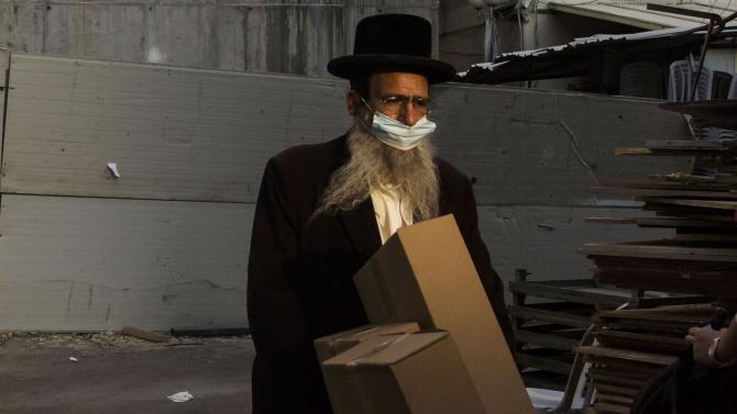 Израел удължава локдауна