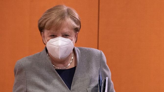"""Меркел осъди """"неоправданото"""" експулсиране на германски дипломати от Москва"""