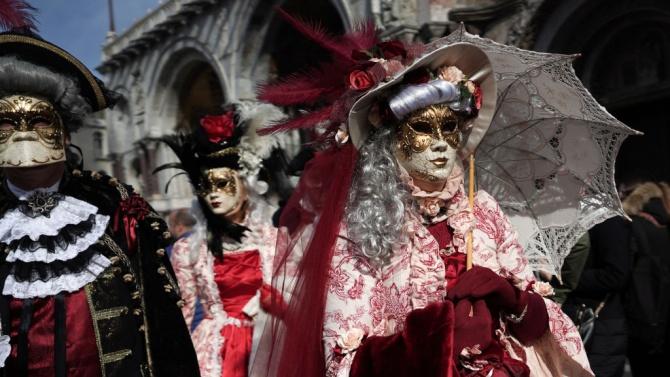 Коронавирусната пандемия лиши Венеция от традиционния карнавал на живо тази