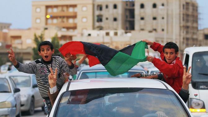 Западните сили приветстват временното либийско правителство