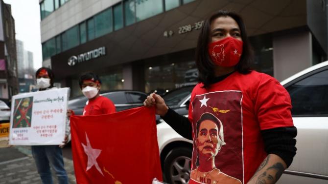 Властите в Мианма блокираха Туитър и Инстанграм