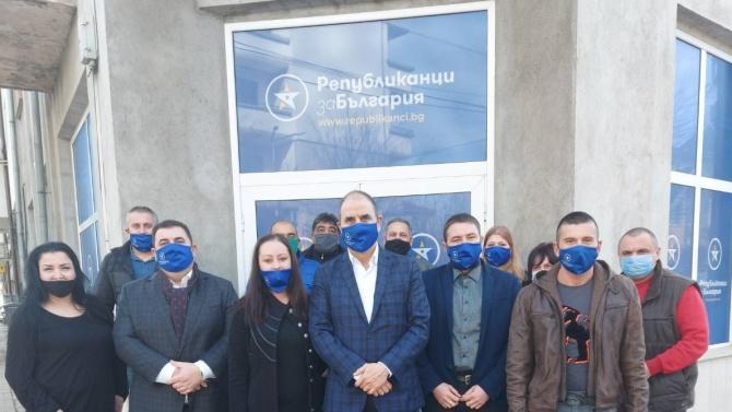 """Откриха офиси на """"Републиканци за България"""" в Монтана и Бяла Слатина"""