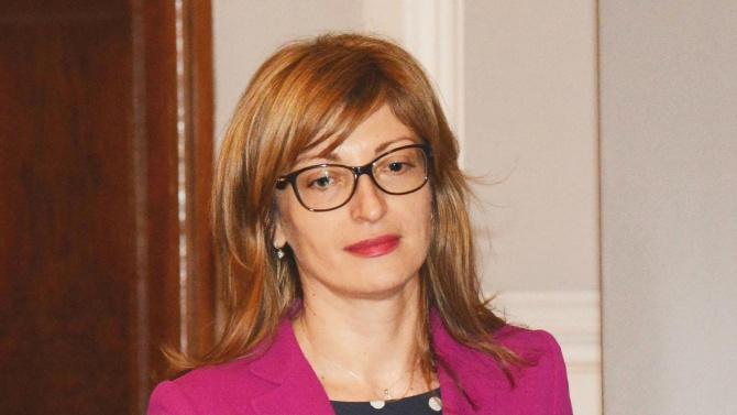 Захариева: Правим всичко възможно за нормалното протичане на вота в чужбина