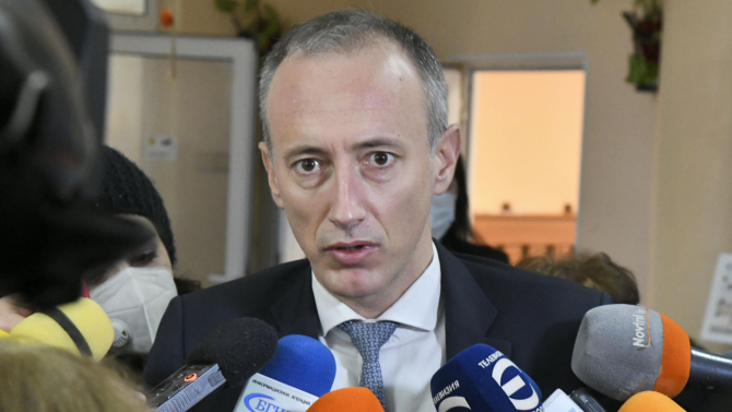 """Министър Вълчев разкри какъв е """"план Б"""", ако епидемията се влоши"""
