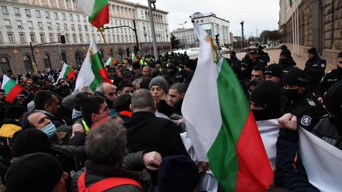 Протестиращи поискаха подкрепа от Радев