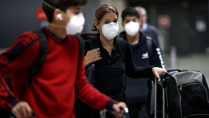 Швейцария изисква отрицателен PCR тест за пристигащите със самолет