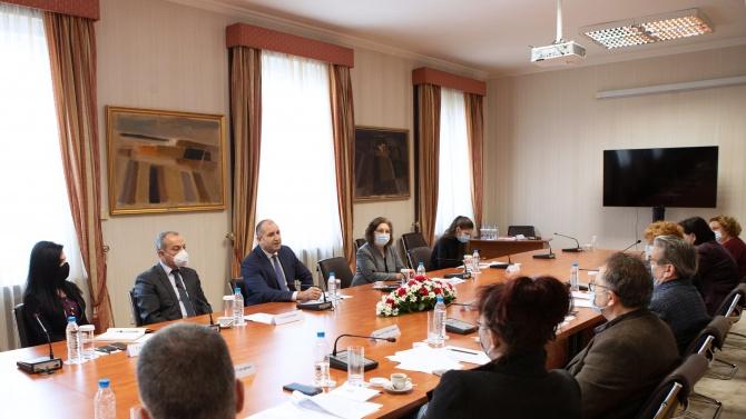 """Румен Радев се срещна с Експертния съвет към благотворителната инициатива """"Българската Коледа"""""""