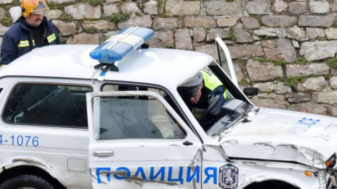 Двама са ранените полицаи при мелето с патрулка в София